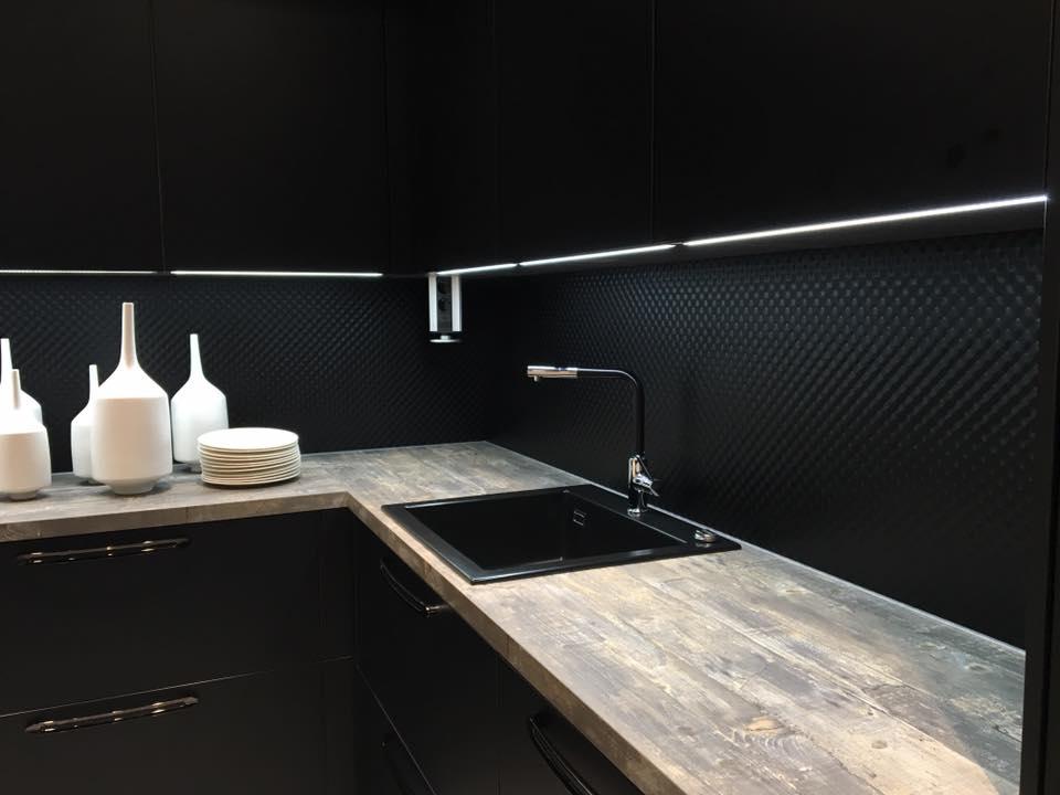 paraschizzi in vetro nero alveolato helle Kitchen rivestimento dietro cucina